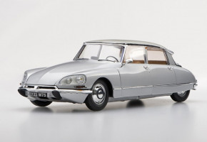 Citroen DS2 1 1/24 EBBRO
