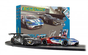Autodráha Scalextric ARC AIR World GT 6,8m AMG v. Ford 1/32